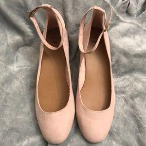 Small heeled gap flats